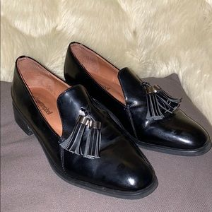 LIKE NEW Jeffrey Campbell black leather loafers